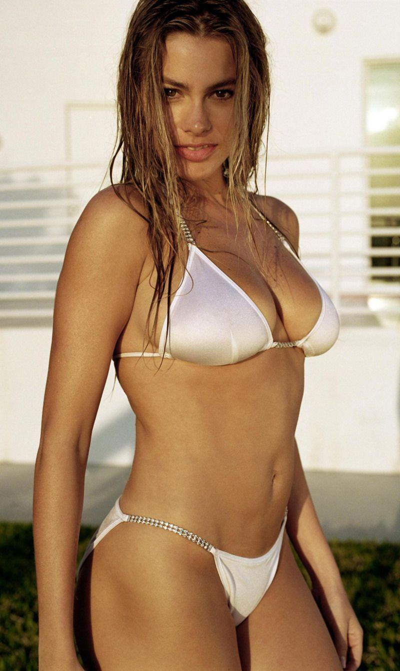 fille-sexy-en-bikini-blanc.jpg